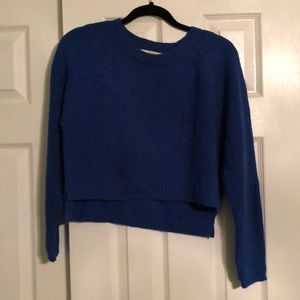 Crop-top sweater